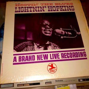 LIGHTNIN' HOPKINS-HOOTIN' THE BLUES! Open tested.